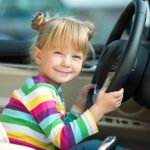 自動車保険の子供特約はほぼ廃止!子供追加時に保険料を数万円節約するポイントは?