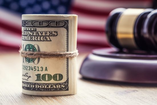 丸められたアメリカドル