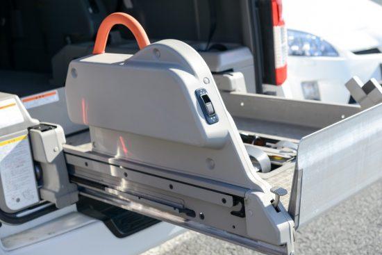 福祉車両の車いす昇降装置