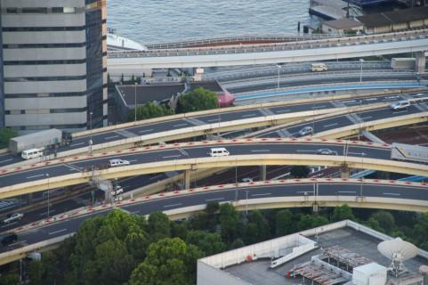 高速道路で本線に合流する時に大事なポイント!