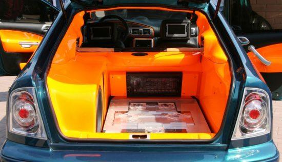 内装を改造した車