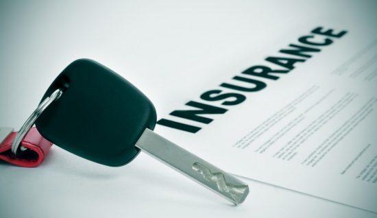 代理店で自動車保険契約