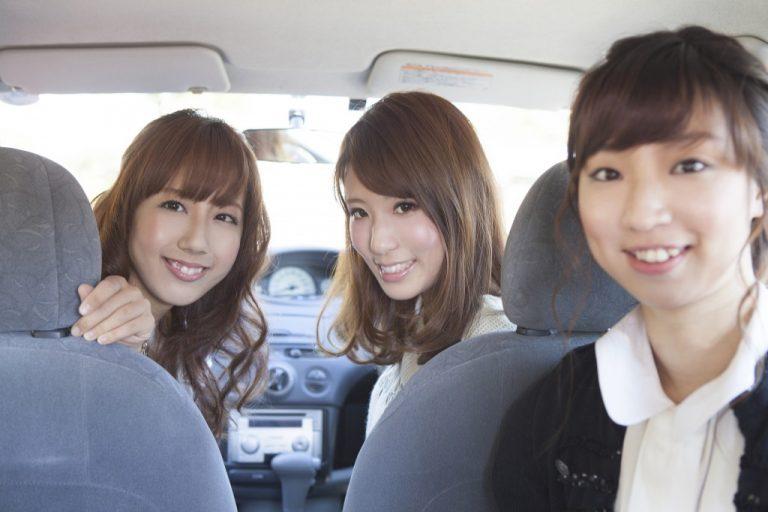 【20代の自動車保険】保険料相場は21歳と26歳の2段階!さらに安くするオススメの節約術も紹介!