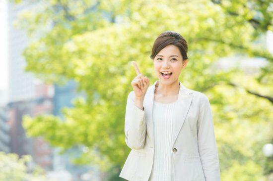 ビジネスマン風の女性のチェックポイント