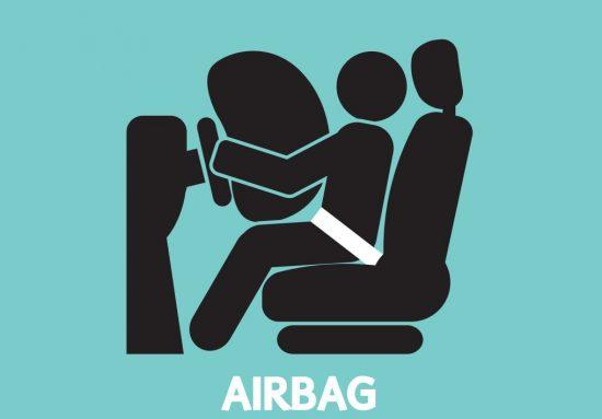 車から飛び出したエアバッグののシルエット