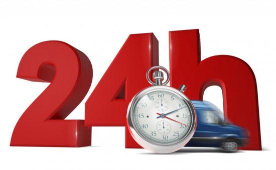 24時間の文字の前を走る車