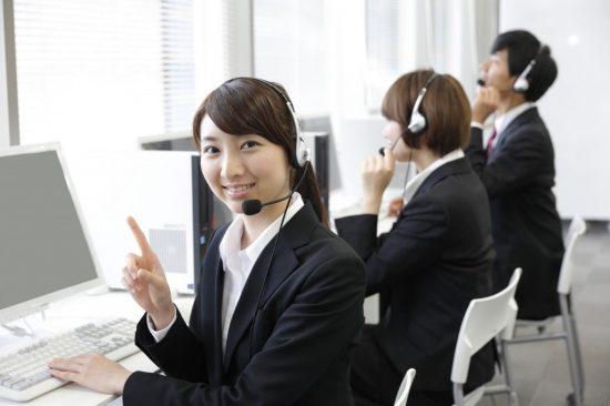 保険会社のコールセンターの女性