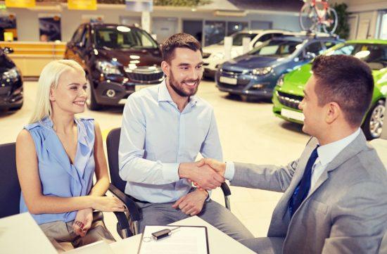 新車を購入した男性