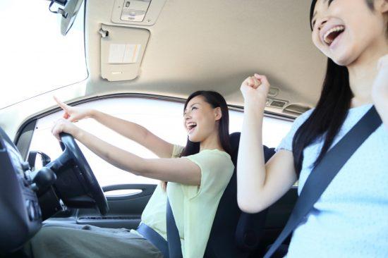 女性の運転手