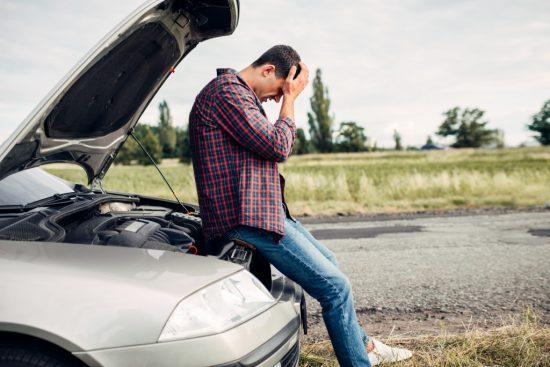 事故を起こして後悔している運転手