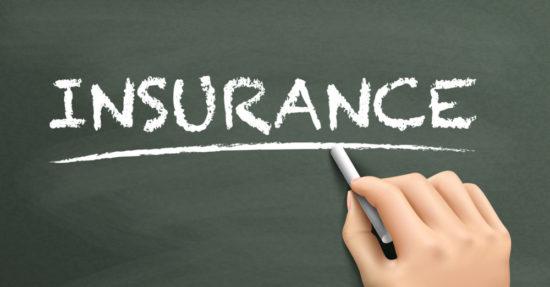 黒板に書かれた保険の文字