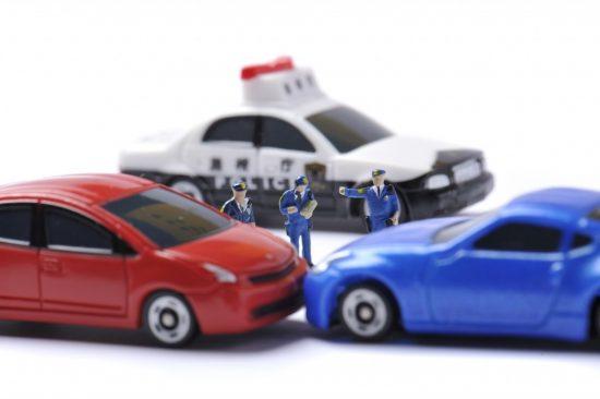 事故現場に到着した警察