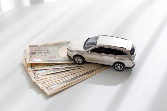 車と1万円札