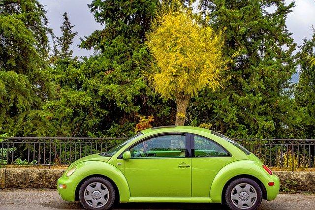 車両保険は新車購入から何年目まで付けるべき?目安と外すタイミングを事例とともに紹介