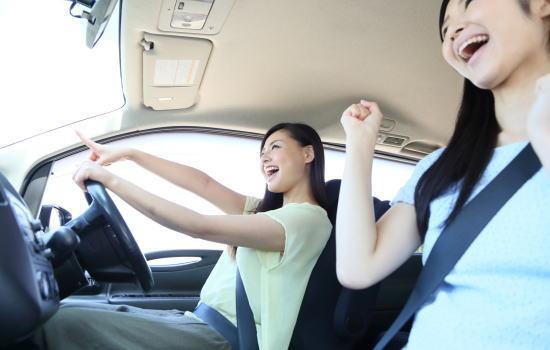 友人の車でドライブ