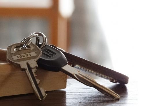 自動車保険のロードサービスでキー閉じ込み(インロック)を解錠してくれる?