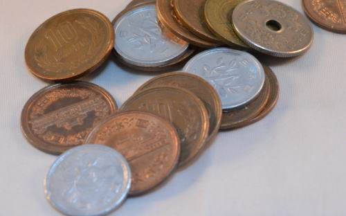 自動車保険の保険料は一括払いにするか分割払いにするかで約5%変わる