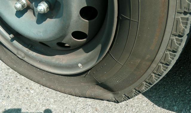 ロードサービスでタイヤのパンクを修理したりタイヤ交換する時の料金