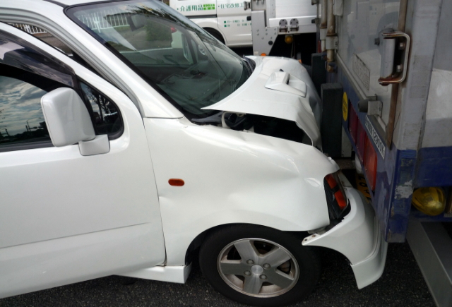 車両保険の全損と分損の違いとそれぞれの定義・判断基準