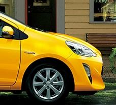 【最新版】トヨタ アクアの自動車保険の保険料はいくら?年齢別相場も!