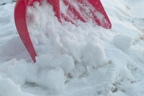 雪道でスタックした(車が動かない)場合の対処方法